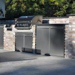Außenküche mit Einbaugrill und Edelstahlfront