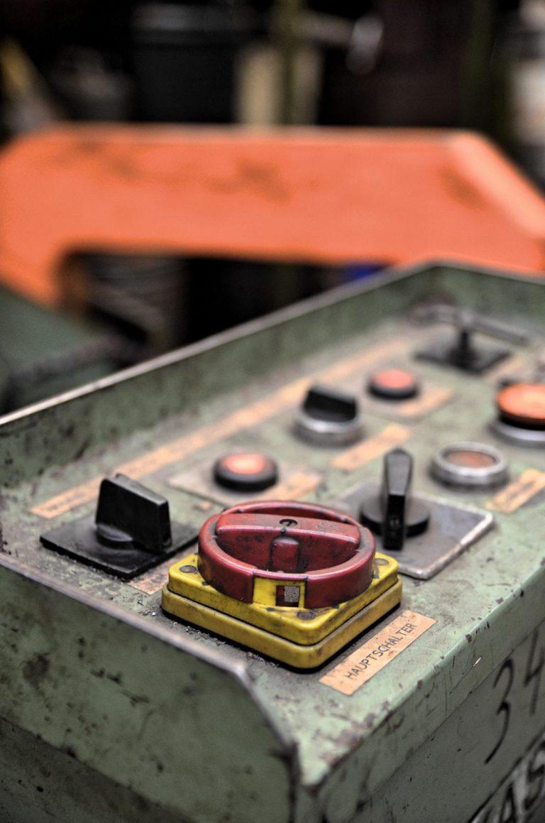 Maschinenhauptschalter