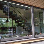 Stahlwangentreppe mit Holzstufen Außenansicht